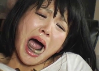 Japanese chick forcibly swallows eels